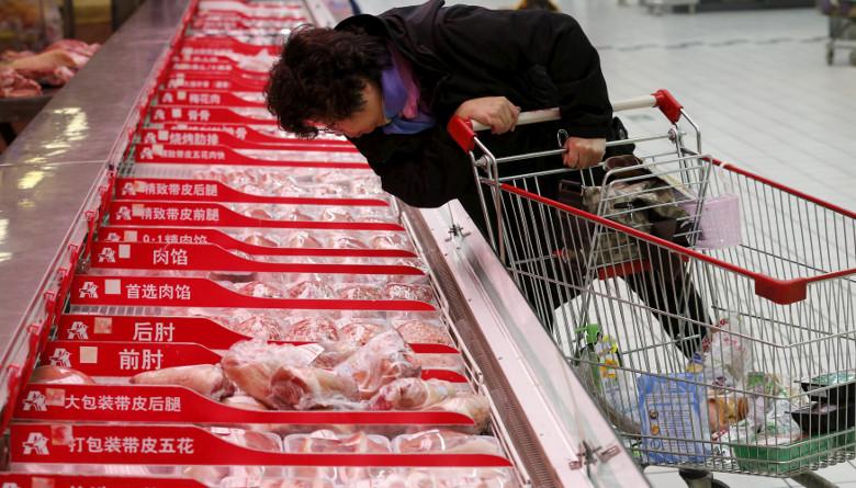El almacenamiento de carne de cerdo en China solo duraría cuatro meses más
